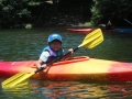 ジュニア用のカヤック機材で小学1年生から一人乗りを楽しんでいただけます。お父さんと競争だ!