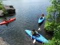 白樺湖に流れ込む源流へ。水の美しさとあまりの冷たさに「気持ちいい〜!」カヤックでなくては行けない場所です。