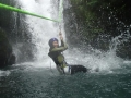フライングフォックス!滝上からロープを張り、水面に向かってロープスライダー!