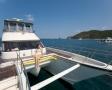 快適な大型ボートでクルージング気分を味わいながら、世界有数の透明度を誇るダイビングエリアを目指します。