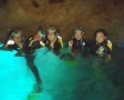 洞窟まで着いたらシュノーケリングを装着し、神秘の青の光を体感できる水中探検!