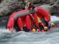 時にはこんなことも!?ひっくり返っても楽しい!のが吉野川のラフティング。