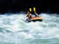 春先は、雪解け水で楽しむエキサイティングなラフティングツアーが楽しめます。