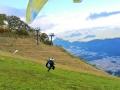 スキー場斜面を利用しているので、初めての方にも離陸時の不安が少なく、安全に体験していただけます。