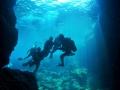 【青の洞窟:真栄田エリア】 沖縄本島人気No.1のダイビングポイント「青の洞窟」!