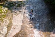 滑床渓谷キャニオニングツアー