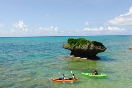 沖縄本島/真栄田岬・青の洞窟 シーカヤック&シュノーケリング