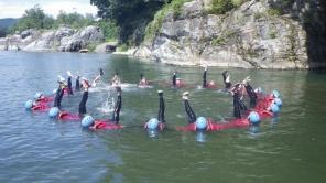天然記念物・岩畳!緩やかな流れの場所では川に入って遊ぼう!