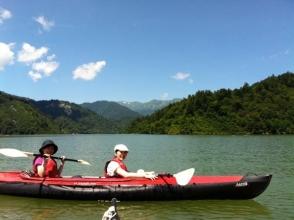 安定性と操作性に優れたファルトカヤックを使用!少しの練習で漕げるようになるから初心者の方でも大丈夫!