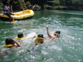 みんなでジャバジャバと泳いだり!
