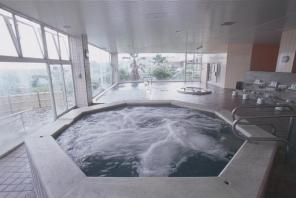 ツアー後は、温泉でさっぱり!リゾート施設「レイクフォレストリゾート」のクワパレス豪華天然温泉へ