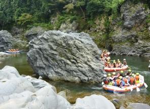 コース全長6km中で5つの瀬を、クルーみんなの力を合わせてで突破しよー!