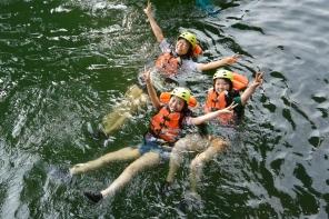 緩やか〜な静水では、力を抜いて水の流れに身を任せてみて。天然ウォーターベットは格別癒されちゃう!