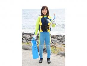 《スノーケリングコース》:ウエットスーツ、フローティングベストを着用するので水泳の苦手な方でも安心!