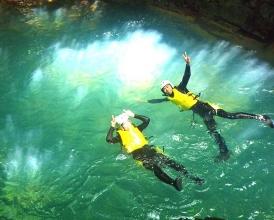 「四万ブルー」と呼ばれる、特別に青い色をした水が奥四万湖から流れる渓谷!