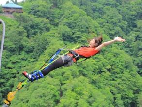 5.4.3.2.1.... カウントダウンと合わせて勇気を振り絞りジャンプ台から飛び立てば、今まで感じたことのないようなスリルと爽快感を味わえます。