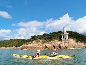 小さな島が点在する瀬戸内の海をシーカヤックでツーリング!