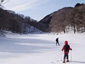 【大沼スノーシューツアー】雪のテーブルを作りそこで昼食!運が良ければ大沼の上を歩けるかも!