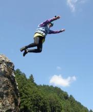 ラフティングツアー途中で川遊びも満喫!!飛び込みに挑戦だ(希望者のみ)