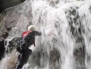 扇を広げるように水しぶきを上げて落ちるF1(フォール?1)から水と戯れながらスタート!