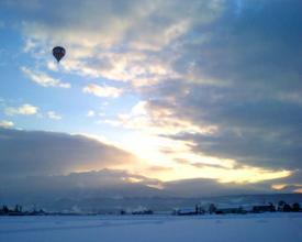 冬のきりりと引き締まった空気が、景色を最高に美しくしてくれます。ダイヤモンドダストが見えるかな?