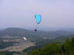 標高750M高度差450Mからタンデムフライト!神鍋高原の豊かな自然を上空から一望、晴れていれば日本海も望めます
