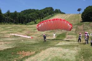 幅150m長さは500mの広大な講習バーンを使用するから、初心者も安心してフライトを楽しめます。