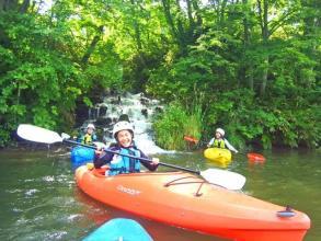 夏場でも水温5度の湧き水が流れ込むこの場所は、まさに天然クーラーのよう!