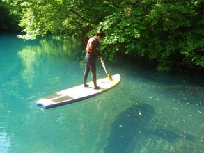 川の浅いところではSUPボードの上から川底を覗けちゃいます