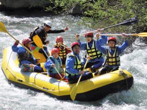 白馬連峰の雄大な景色を眺めながら、お子さまでも楽しめる爽快なラフティングツアー!