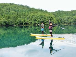 静かな湖面に写る景色は息をのむ美しさ。青木湖の自然を楽しむツーリングに出かけましょう!