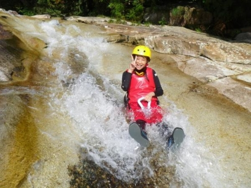 photo by 郡上(長良川)のキャニオニング・シャワークライミングの体験ツアー|そとあそび